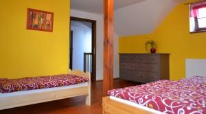 Patro 1. pokoj - manželská postel a lůžko